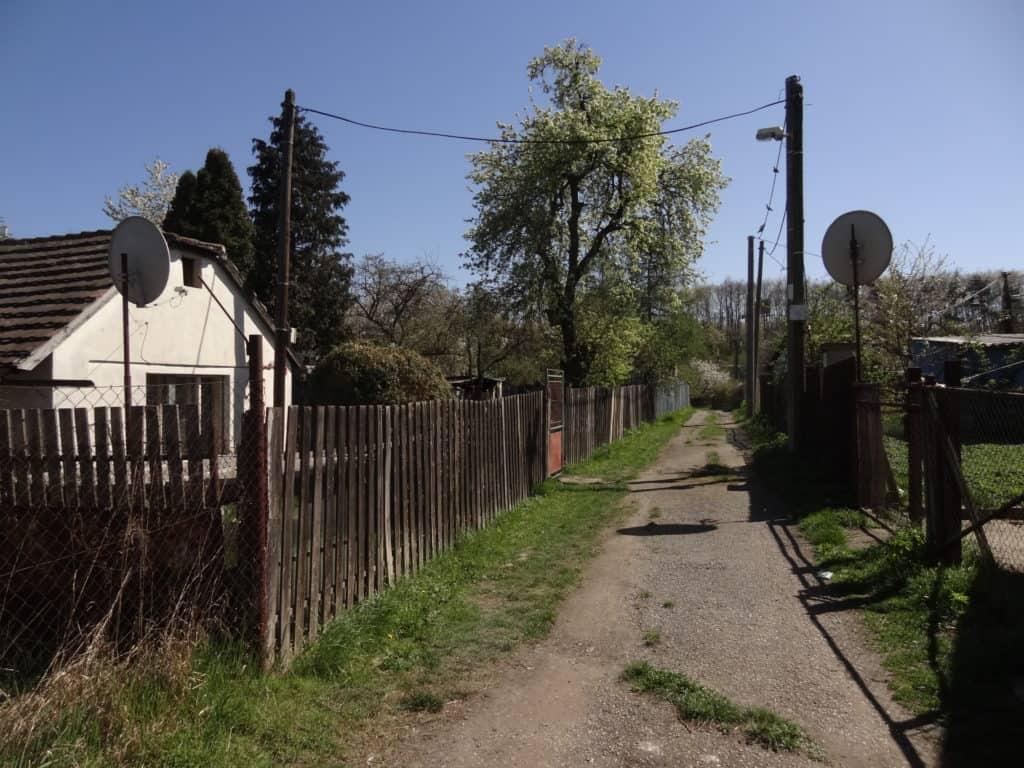 nouzova-kolonie-na-slatinach-domy