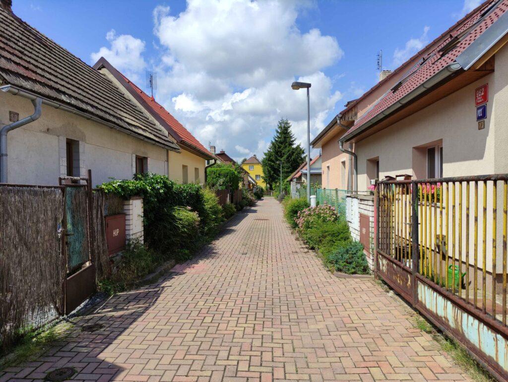 nouzova-kolonie-nouzov-domy