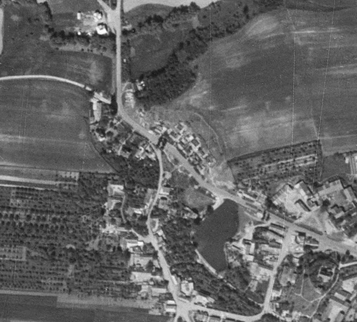 nouzova-kolonie-pod-zameckem-letecky-snimek-1953